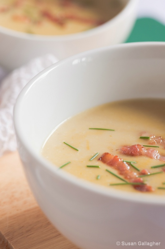 Asparagus soup with bacon and chives - ID: 13782825 © Susan  Gallagher